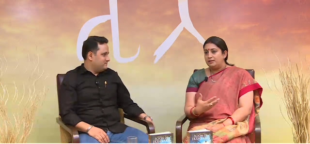 L-R Mr. Amish Tripathi & Mrs. Smriti Irani reveal the title & discuss Book 2 of the Ram Chandra Series.
