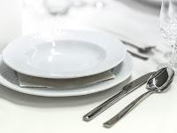Hukum Menggunakan Alat Makan Dan Minum Orang Kafir Dan Musyrik
