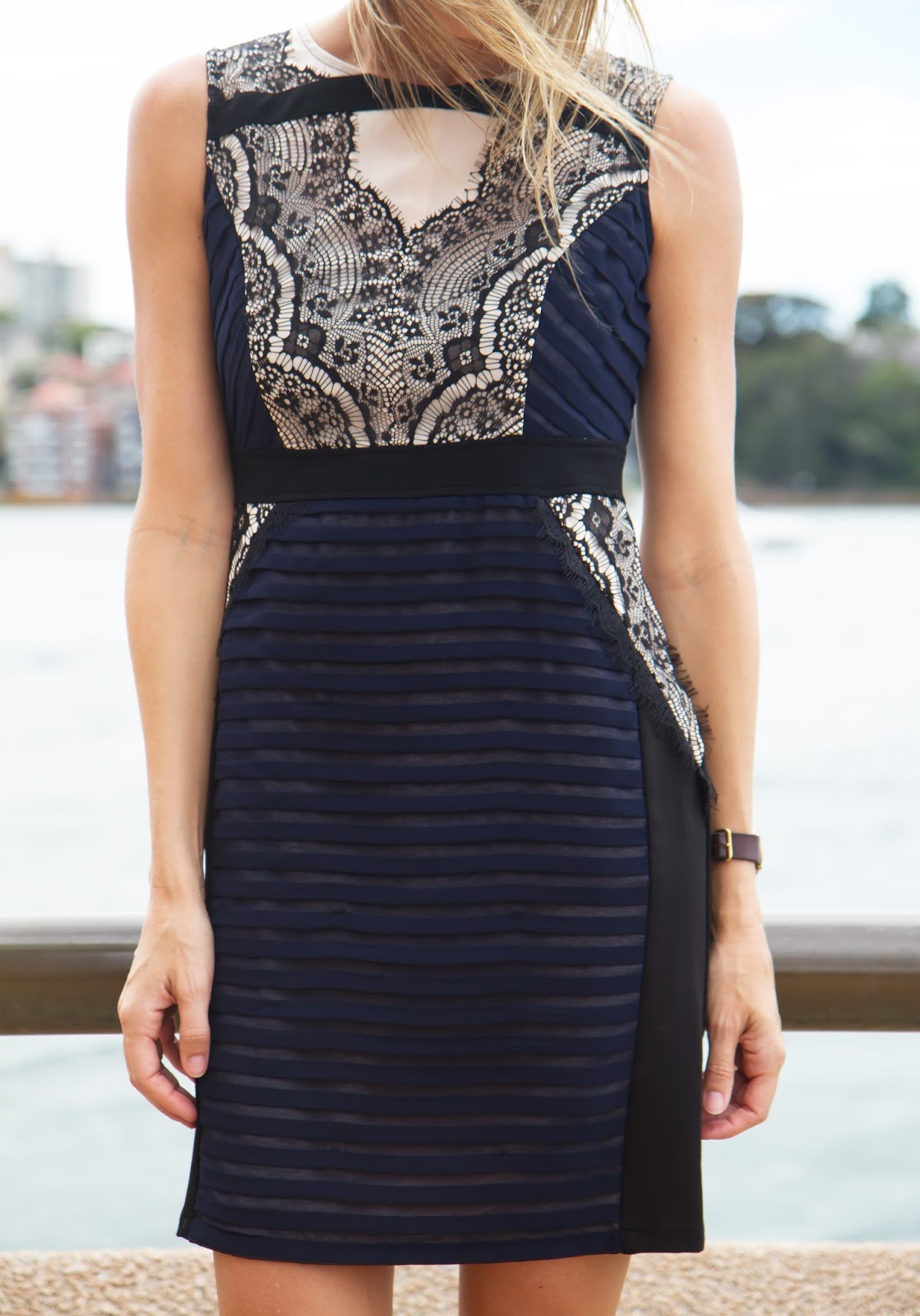 fashion and travel blogger, Alison Hutchinson at the Sydney Harbour Bridge in a workwear navy and black lace dress