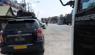 Myanmar Cars  waiting at Thai border crossing