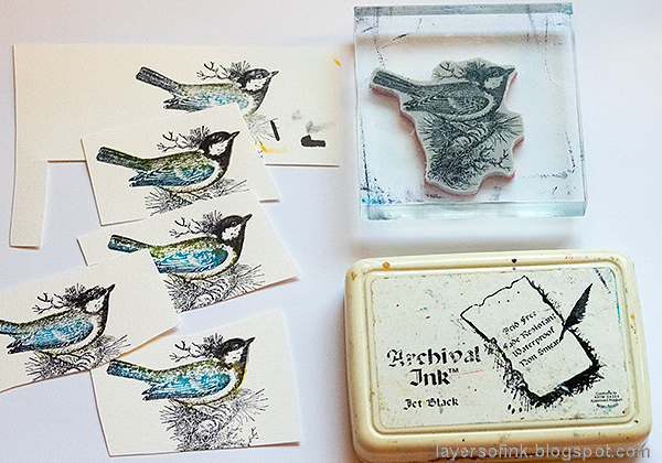 Layers of ink - Christmas Bird Frame Tutorial by Anna-Karin Evaldsson. Overstamping technique