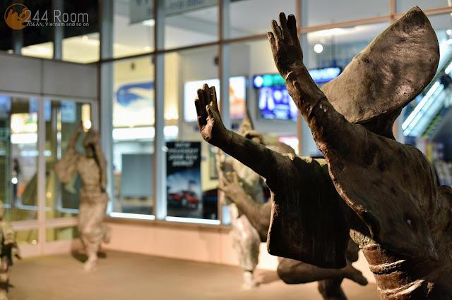 徳島阿波おどり空港オブジェ Tokushima-awaodori-airport-entrance