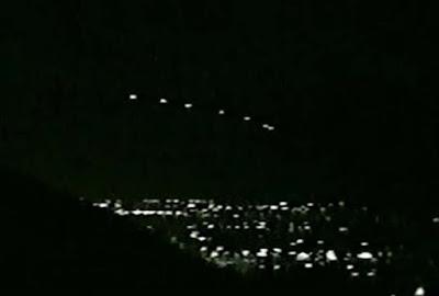 Sinopsis Phoenix [Penampakan UFO - Phoenix Lights]