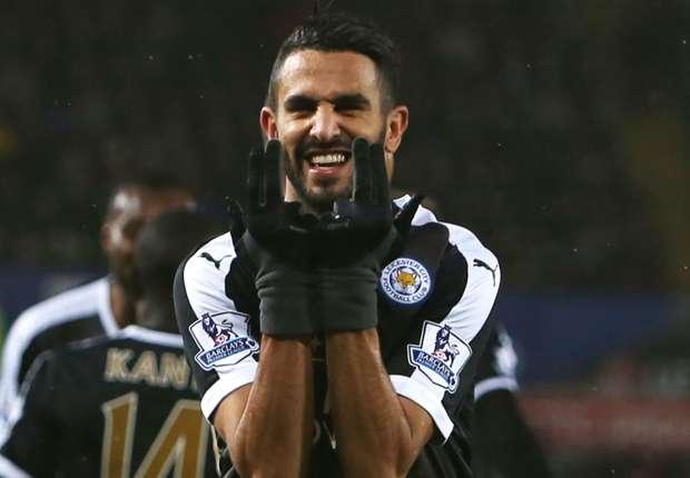 Mahrez milieu droit de Leicester fait le signe JUL