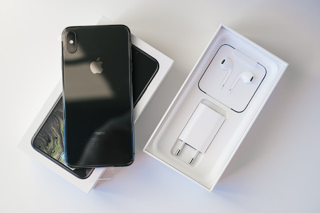 سعر جوال iPhone XS Max في السعودية