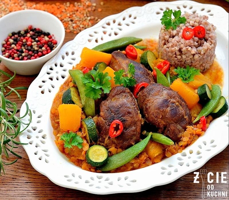policzki wieprzowe, lestello, ragout, potrawy z wieprzowiny, soczewica czerwona, dynia, groszek cukrowy, jesienny obiad, zycie od kuchni