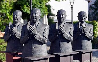 """Escultura """"Die Claque"""" (la claque) en Schwetzingen"""