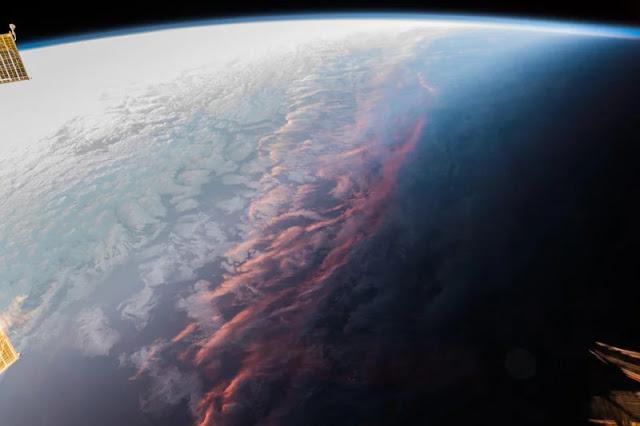 Il tramonto visto dallo spazio