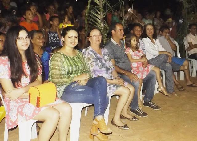 Resultado de imagem para julia meira na missa de emancipação de carnaubais