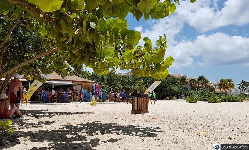 Bar de praia na Eagle Beach: Praias de Aruba, Caribe
