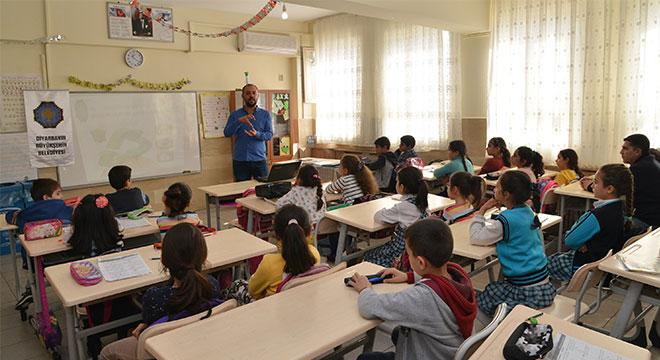 Diyarbakır Büyükşehir Belediyesinden öğrencilere çevre ve geri dönüşüm eğitimi