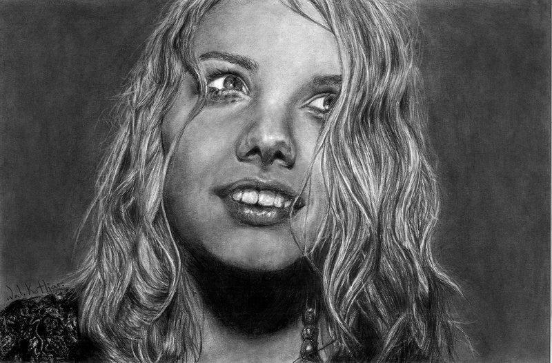 08-Hannah-Murray-Valerie-Kotliar-Celebrities-and-Unknown-Immortalised-in-Realistic-Drawings-www-designstack-co