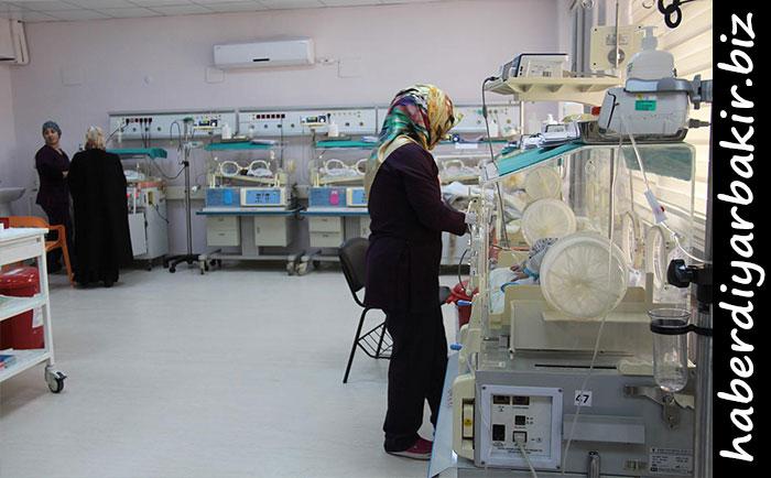 DİYARBAKIR- Diyarbakır Dicle Üniversitesi Tıp Fakültesi Hastaneleri bünyesinde yeni doğan yoğun bakım ünitesi ve diyabet okulunun açılışı gerçekleştirildi.