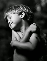 Resultado de imagem para voce abraçando voce mesma