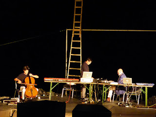 More Ohr Less Brainstorming Orchester - Lukas Lauermann, Tim Story, Hans-Joachim Roedelius / photo S. Mazars