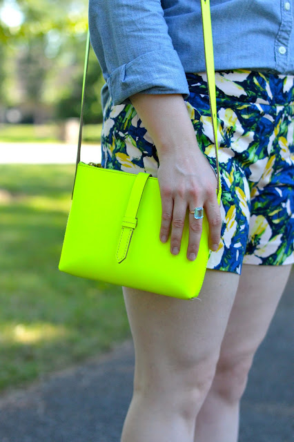 neon-crossbody-bag-outfit