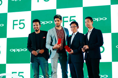 Source: OPPO. Sidharth Malhotra, OPPO Brand Ambassador (second from left), with Li (second from right) and Will Yang, Brand Director, OPPO India (right).