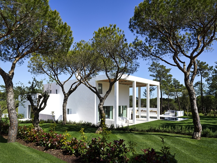 Simple modern home in Portugal from backyard