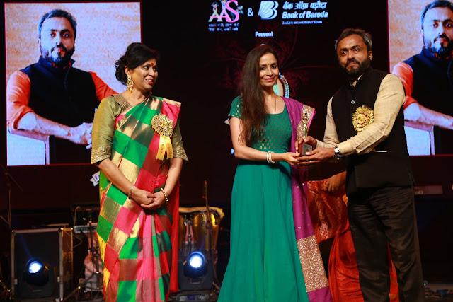 Varsha Goel Kuchipudi dancer Shalu Jindal with Dr. Anshuman Kumar