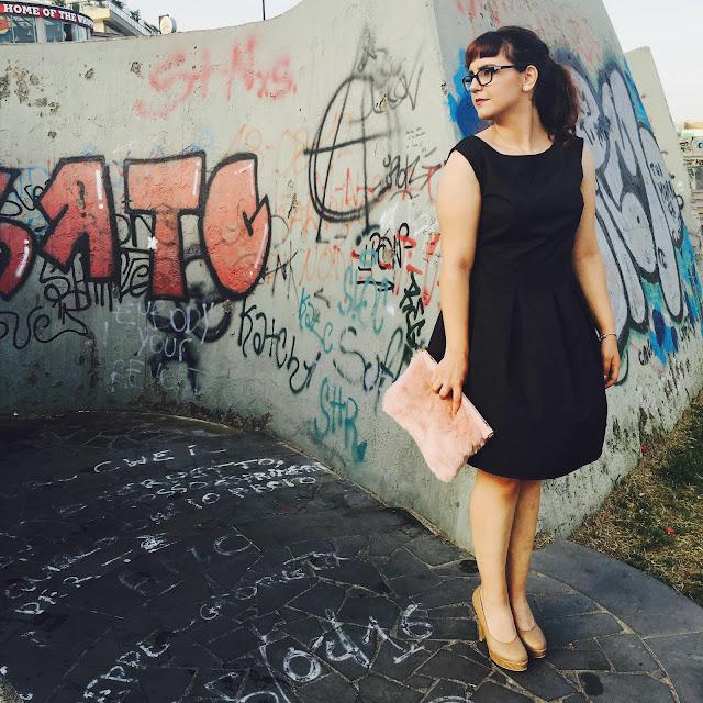 zairadurso zaira d'urso whatsmode jollychic black dress beige heels ootd outfit inspo fashion blogger fashionsobsessions fashion's obsessions blogger italia vestito nero tacchi beige street art stradivarius ponytail coda di cavallo ear plug dilatatori