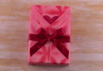 gambar tutorial cara membungkus kado cantik spesial buat ulang tahun pacar