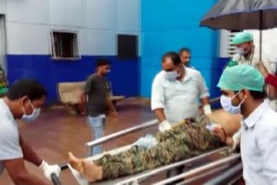सीआरपीएफ के एक जवान ने खुद को ही मारी गोली, हालत बेहद गंभीर