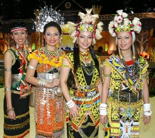 Negeri Ku Indonesia Gaya Dayak Penuh Warna