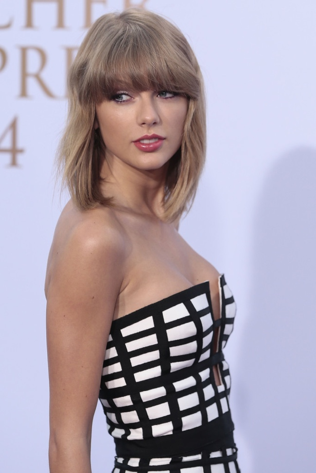 Taylor Swift flaunts the caged and geometric trend at the 2014 German Radio Awards
