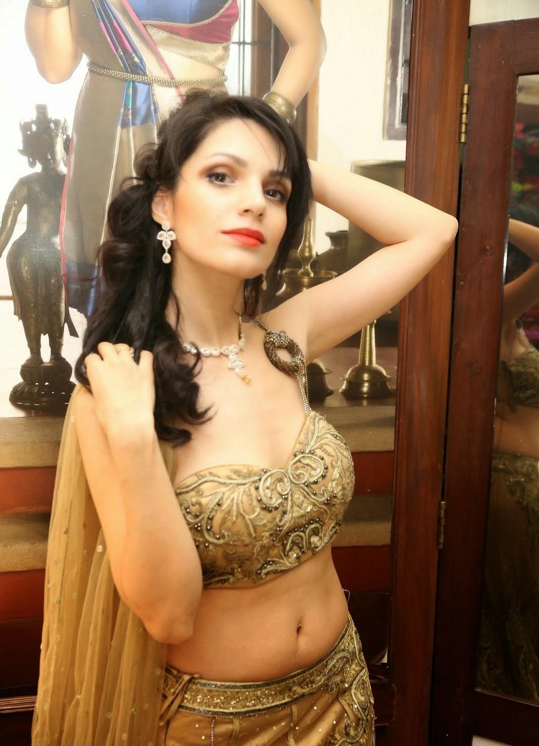 Paparazzi Cleavage Clara Bindi  nudes (45 pictures), 2019, lingerie