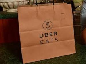 يحسن Uber Eats تتبع الطلب حتى تتمكن من معرفة مكان البيتزا