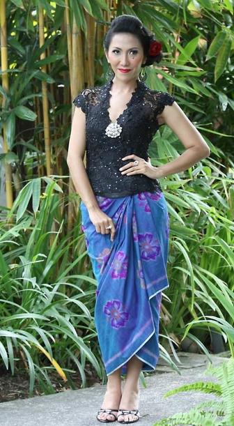 Model Rok Gaun Kebaya Bali Modern Paduan Brokat