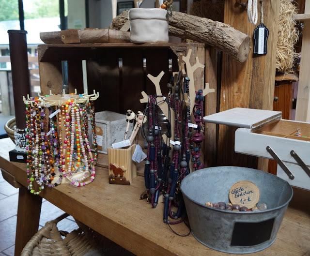 Naturgenuss pur: Der Tierpark Arche Warder. Im Hofladen der Arche Warder können nette, nachhaltig produzierte Mitbringsel eingekauft werden.