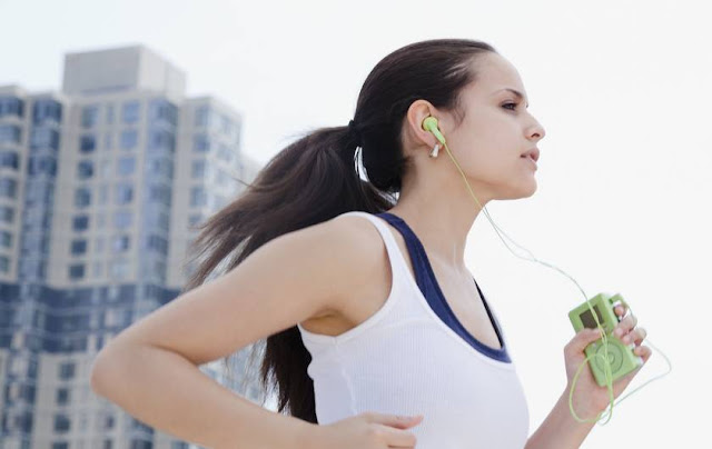 Tips Berlari Sambil Mendengarkan Musik