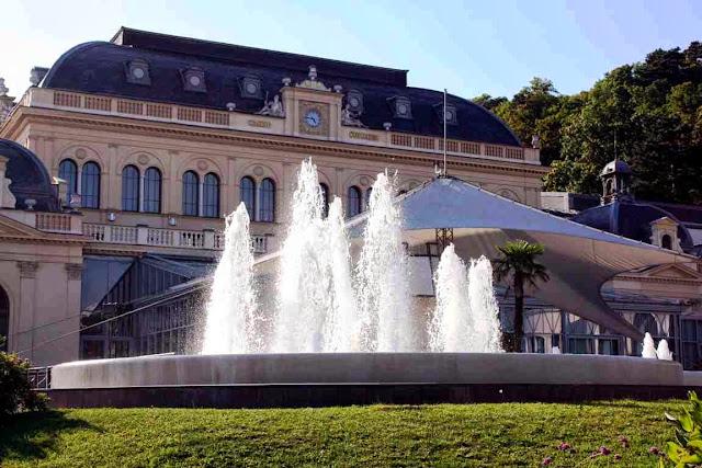 Das prachtvolle Casino in Baden bei Wien © Copyright Monika Fuchs, TravelWorldOnline