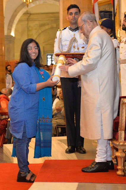 Sunitha Krishnan receiving Padma Shri from Shri Pranab Mukherjee