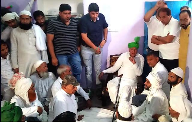 ex-c.m.haryana-om-prakash-chautala-meet-to-victim-family-junaid-khandawali-faridabad