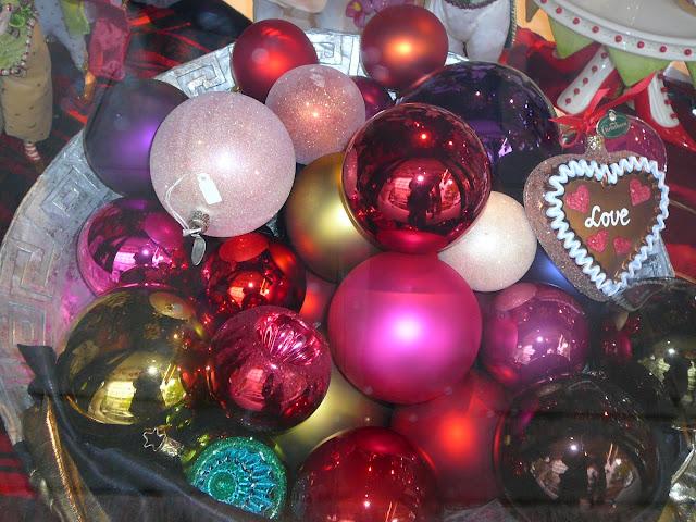 Traditioneller Weihnachtsbaumschmuck