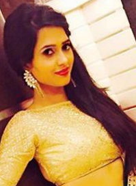 Roshni Rostogi husband, instagram, height, facebook, images, in mere angne mein, twitter