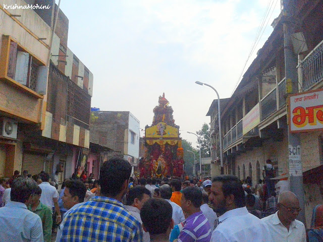 Image: Balaji Rath and the crowd of the devotees