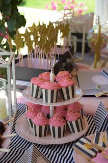 trapezi euxwn baptisis koritsaki cupcakes