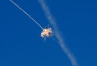 Saat rudal Tamir berhasil mencegat serangan roket.