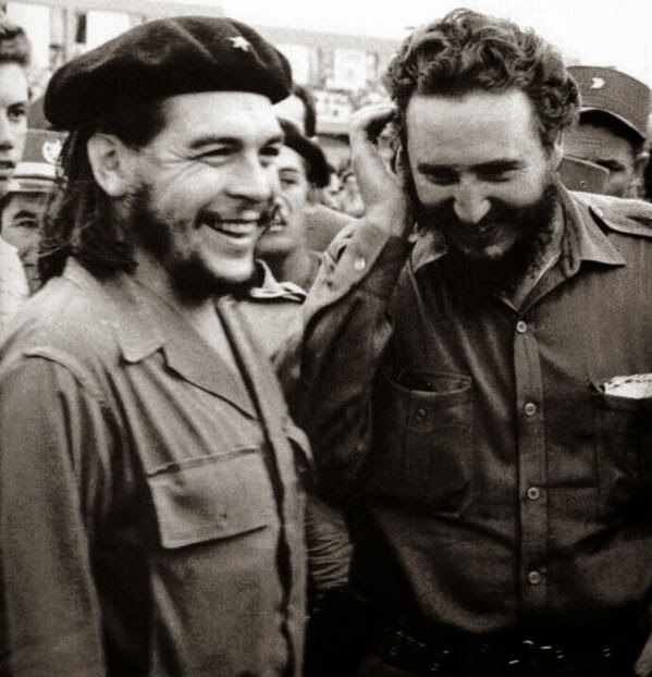 64 Historical Pictures you most likely haven't seen before. # 8 is a bit disturbing! - Che Guevara and Fidel Castro,1965