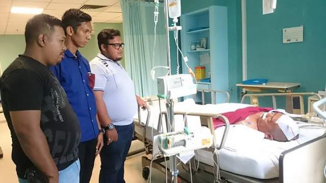 Ketua DPRD Tanjungbalai Bambang Lobo saat mendapat perawatan medis.