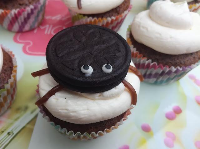 Halloween : Des cupcakes araignées pour un goûter terrifiant