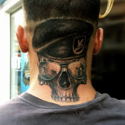 Tatuajes en el cuello