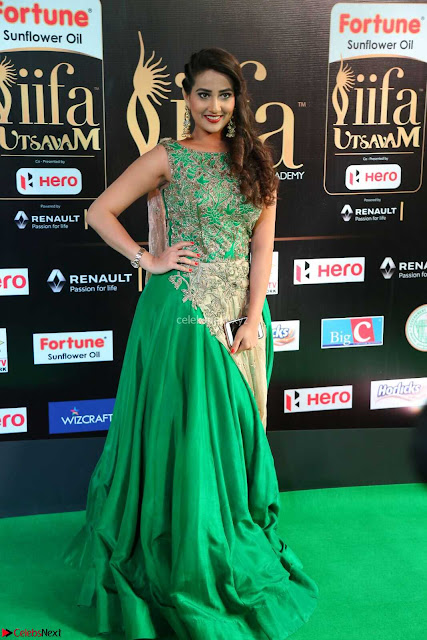 Manjusha in Beautiful Sleeveless Green Anarkali dress at IIFA Utsavam Awards 005.JPG