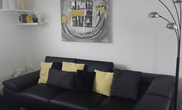 decoration jaune tendance design contemporaine intérieur comment chic coussins lampe accesoire jaune retro noir gris