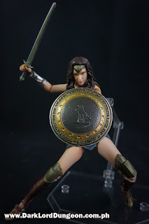 Mafex BVS Wonder Woman Action Figure Flyyyyyyyy!!!!!