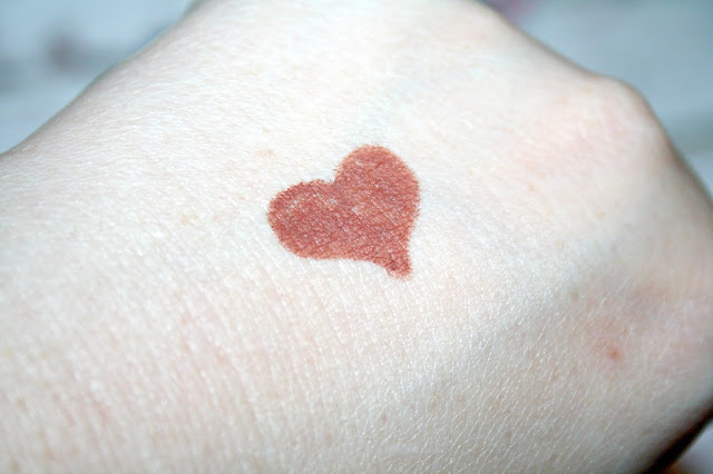 Huda Lip Contour Swatch - Flirt