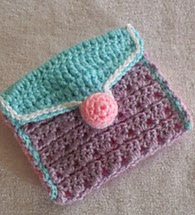 http://www.ravelry.com/patterns/library/jelly-button-mini-purse